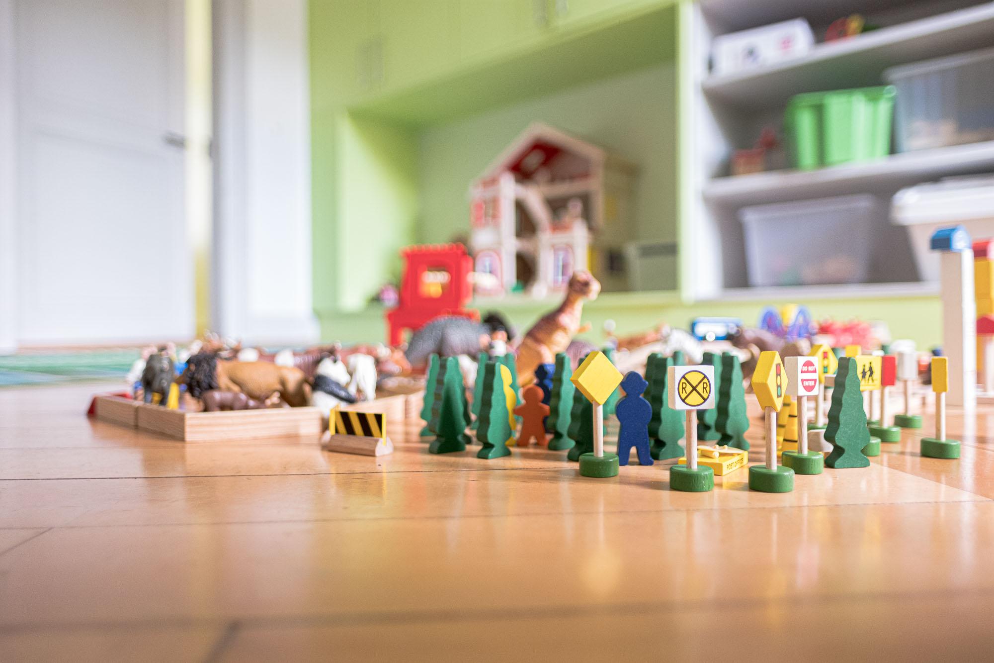 Spielfiguren Kinderzimmerboden
