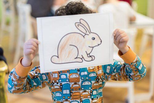 Kind mit Zeichnung
